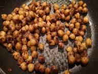 Salade-de-pois-chiches-épicés-de-yotam-Ottolenghi-