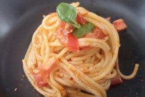 spaghetti-au-pesto-rosso-et-chevre